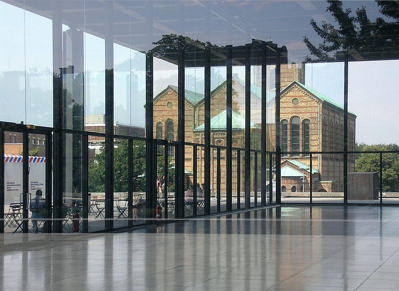 الباوهاوس Bauhaus مدرسة رائدة جمعت 800px-Neue_Nationalg