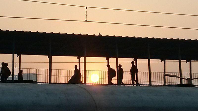 चित्र:New delhi railway station.jpg