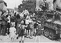 Niemieccy żołnierze witani przez ludność na zachodzie Niemiec (2-390).jpg