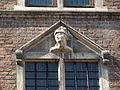 Nijmegen - Eén van de achttien hoofden gemaakt door Martinus van Dijk op de gevel van het Stadhuis aan de Burchtstraat 15.jpg