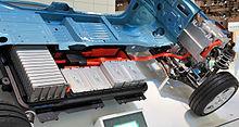 Sezione del pianale di una Leaf, notare il pacco batterie poste nel pianale e sotto il pavimento del veicolo