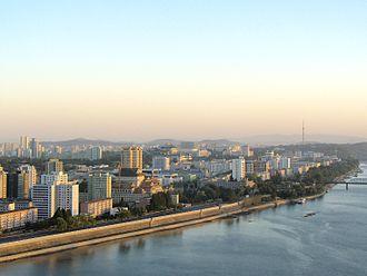 Taedong River - Image: North Korea Pyongyang 01