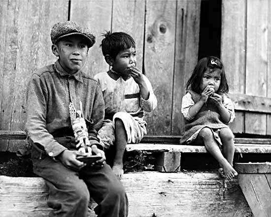 Nuu-chah-nulth children in Friendly Cove