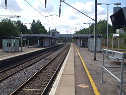 Oakleigh Park stn fast northbound look south.JPG