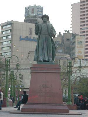 Tahrir Square - Omar Makram Statue near Omar Makram Mosque — Tahrir Square, Cairo