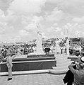 Onthulling door koningin Juliana van het Wilheminabeeld in het Wilhelminapark in, Bestanddeelnr 252-3881.jpg