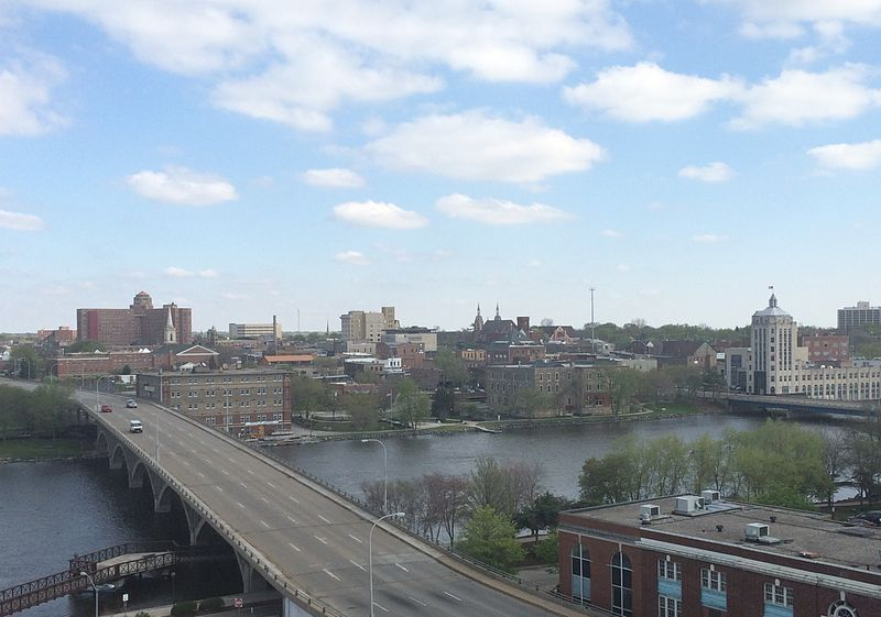 Fitxategi:Overview of eastern downtown Rockford.jpg