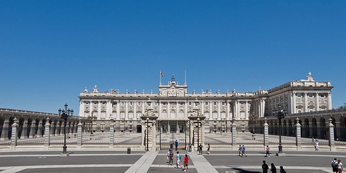 L`ESPAGNE – MOEURS ET PAYSAGES - avec les traditions catholiques de ce pays 1200px-Palacio_Real_de_Madrid_-_03