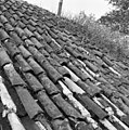 Pannendak, bestaande uit holle en bolle dakpannen, tijdens restauratiewerkzaamheden - Bornwird - 20329553 - RCE.jpg