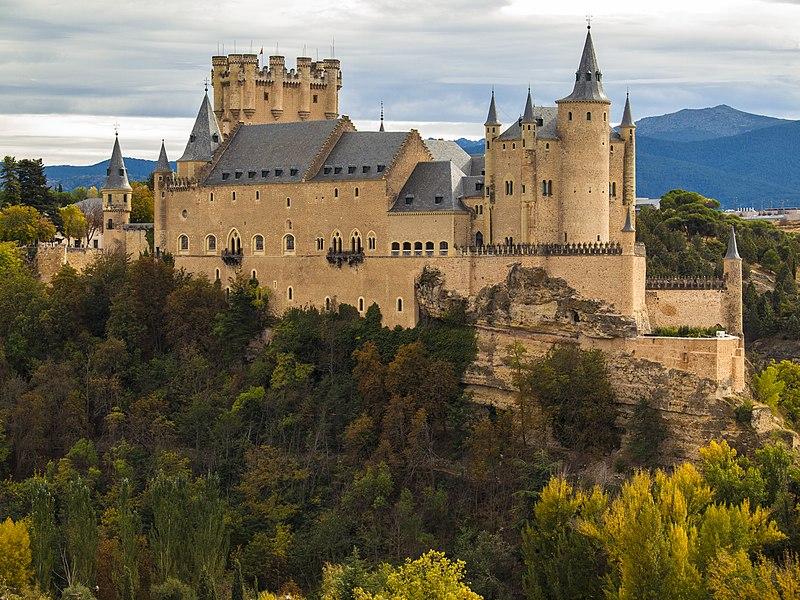 File:Panorámica Otoño Alcázar de Segovia.jpg