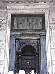 Pantheon (Rome) entrance 2.jpg