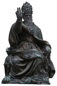 Statua in bronzo di Papa Giulio III eretta a Perugia nel 1555.
