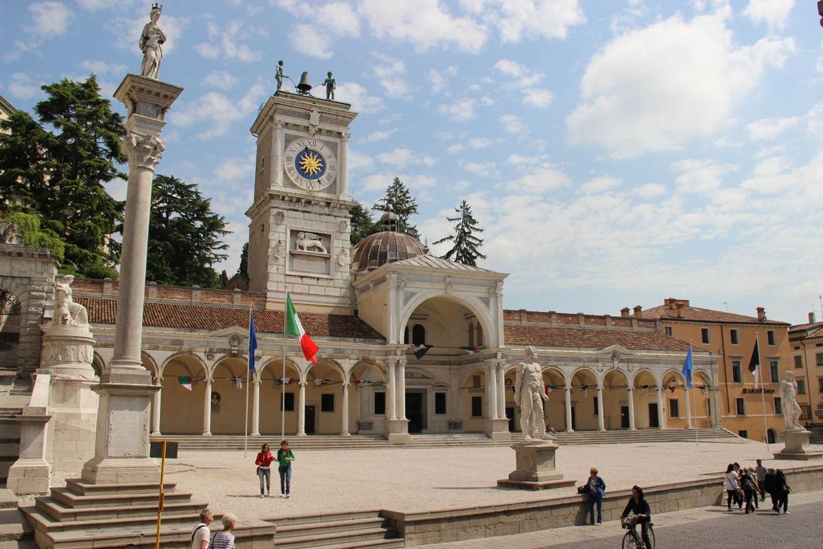Udine wikivoyage guida turistica di viaggio for Arredamenti udine e provincia