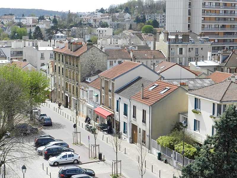 File:Place Charles-de-Gaulle à Fontenay-aux-Roses.JPG