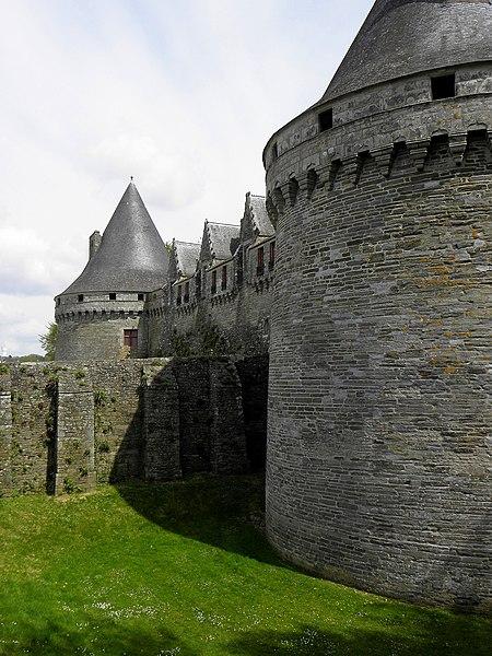 Château des Rohan à Pontivy (56). Façade ouest.