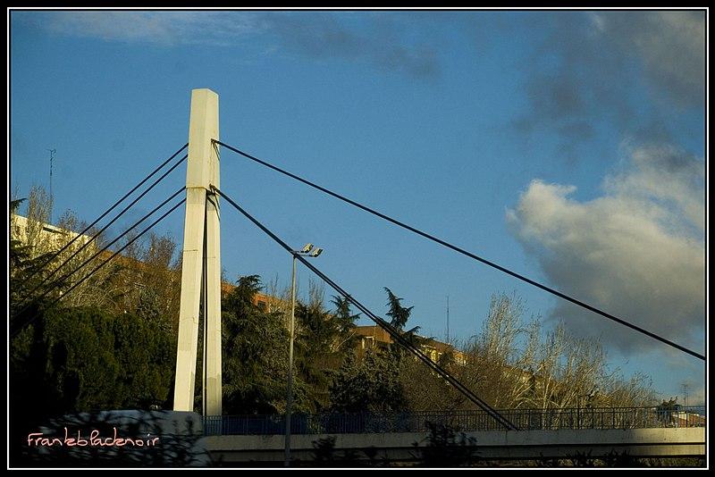 File:Puente M30, Madrid.jpg