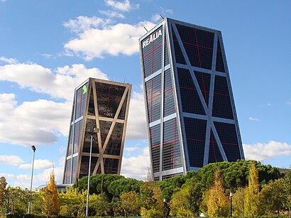 Cómo llegar a Torres Kio en transporte público - Sobre el lugar