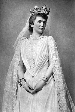 Queen Elisabeth of Romania (4).jpg
