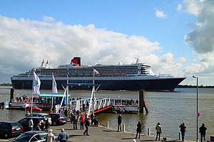 Queen Mary 2 at Stadersand, 13 May 2012 - 5.jpg