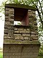 Römerkanal-Wanderweg Rekonstruktion Pfeiler Wasserrinne bei Lüftelberg.jpg