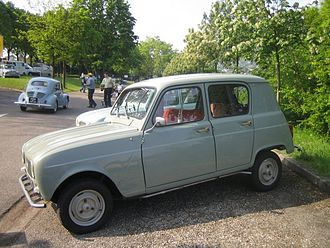 Renault 4 - 1961–1962 Renault 3: installing windows into the thick c-pillars added weight and cost which, initially, customers could avoid on entry level versions of the R3 and R4