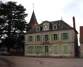 The town hall in Raveau