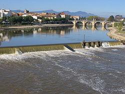 https://upload.wikimedia.org/wikipedia/commons/thumb/4/40/Rio_Ebro_Miranda.JPG/250px-Rio_Ebro_Miranda.JPG