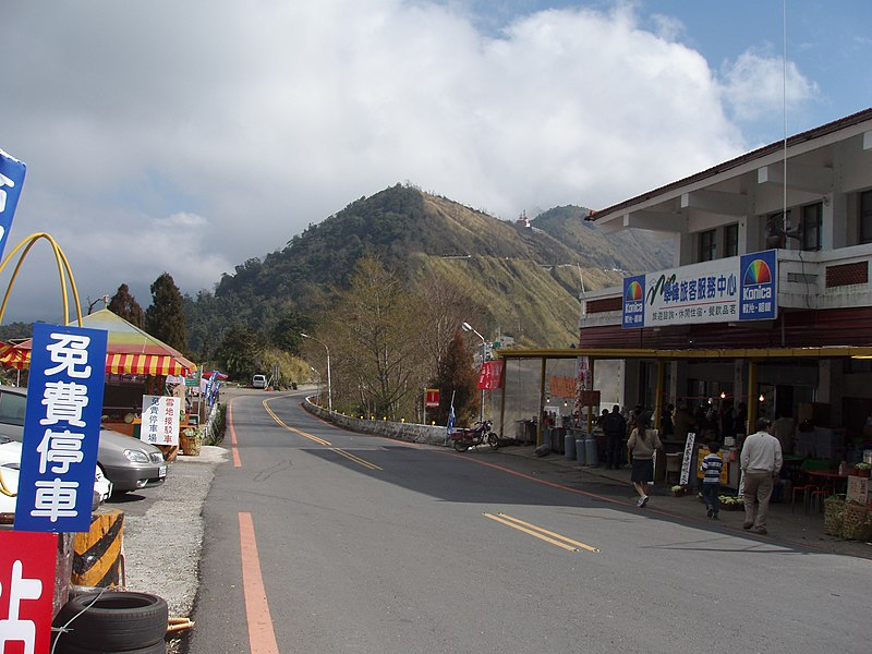 File:Road in Hehuanshan 01.jpg