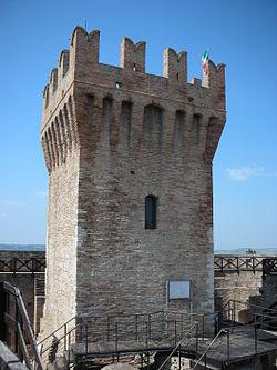 Rocca di Urbisaglia mastio.jpg