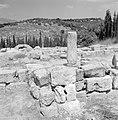 Ruines van een synagoge met op de achtergrond huizen van het nieuwe dorp, Bestanddeelnr 255-2605.jpg
