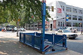 34th Street station (Market–Frankford Line) - Image: SEPTA34th Street Station Entrance 2007