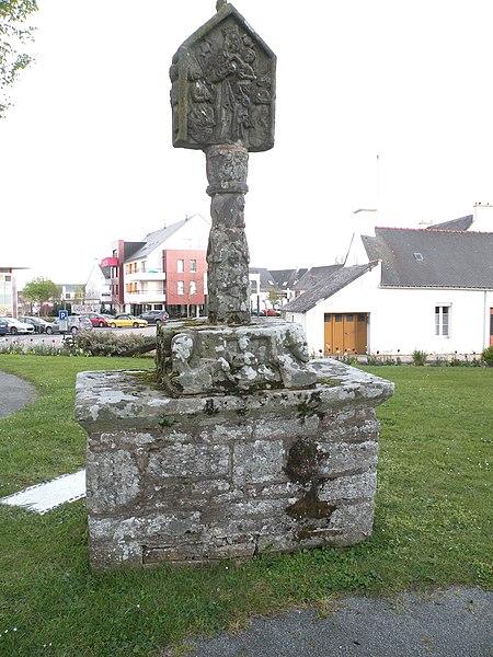 Fr:Croix de cimetière de Saint-Avé, face ouest.
