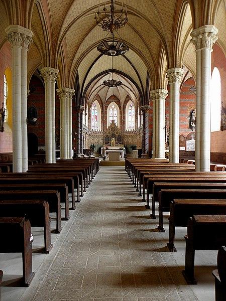 Église Saint-Hilaire de Saint-Hilaire-du-Maine (53). Nef principale.
