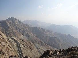 Route de montagne saoudienne (8103490749).jpg