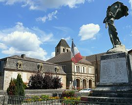 The war memorial, town hall, museum and church in Sauveterre-la-Lémance