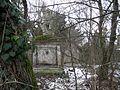 Schloß Alterlaa Vergessenes Denkmal.JPG