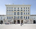 Schloss Nymphenburg main entrance.jpg