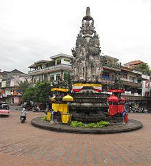 Patung Kandapat Sari di Semarapura.