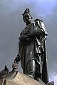 Simón Bolívar en compañía de las palomas de la Plaza de Bolívar.JPG
