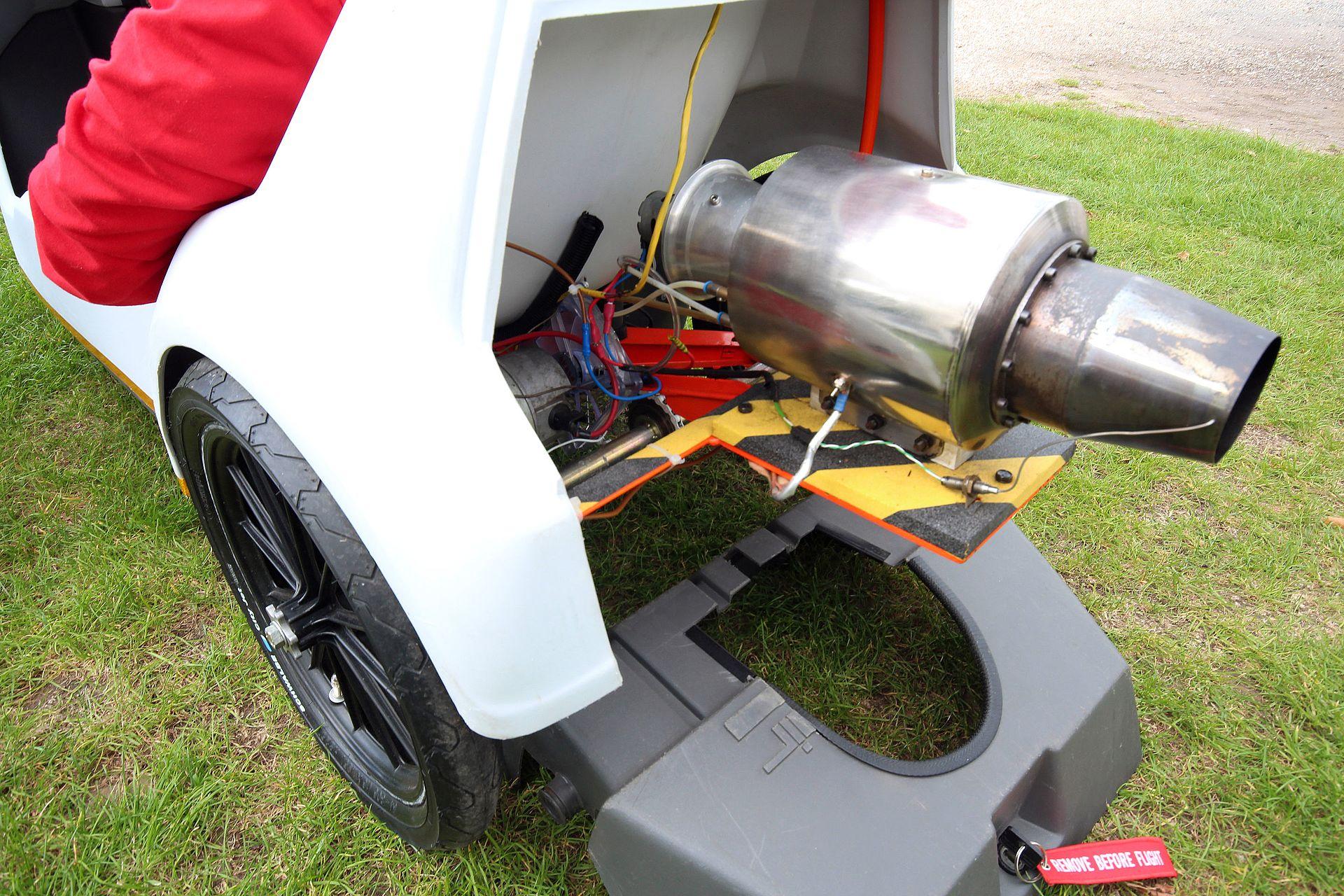 https://upload.wikimedia.org/wikipedia/commons/thumb/4/40/Sinclair_C5_jet_engine.jpg/1920px-Sinclair_C5_jet_engine.jpg
