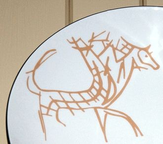 Skien animal - The Skien animal, here as a reproduction painted on a porcelain plate. Photo: Rune Mathisen