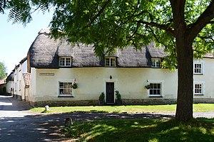 Haddenham, Buckinghamshire - Thatched cottage beside Skittles Green
