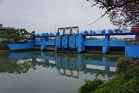 Sluice Gate of Meifu Drainage Canal 美福排水幹線閘門 - panoramio.jpg