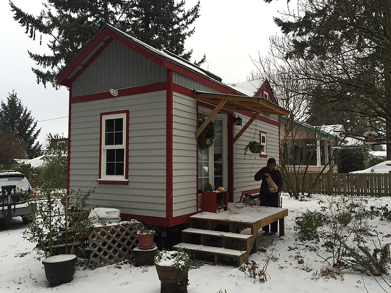 File:Small house during January 2016 Oregon snowfall.jpg