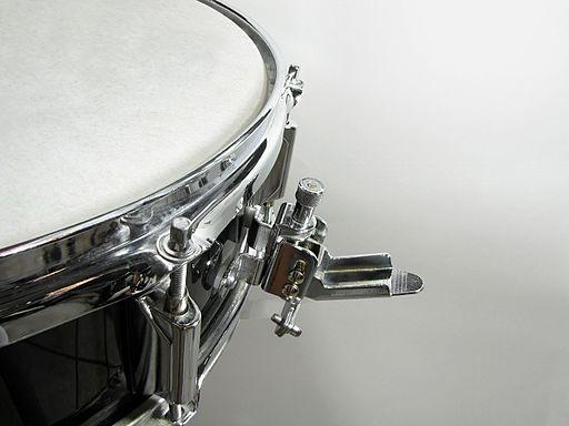 Snare drum strainer