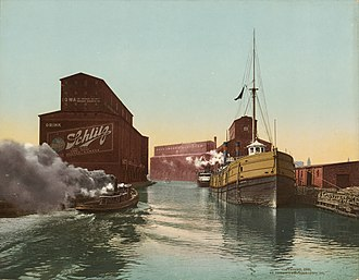 Joseph Schlitz Brewing Company - Advertising on the Chicago River grain elevators