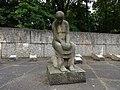 Spremberg Sowjetischer Soldatenfriedhof Skulptur Trauernde Jürgen von Wosyki.JPG