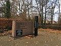 Stadtpark Treuenbrietzen gefallene sowjetische Soldaten nordwestlicher Teil mit Stele.jpg