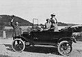 Stockholm. Direktör Erik Hagström, Wasabolaget, med sin Ford, hustru och svägerska. Omkr. 1910 - Nordiska Museet - NMA.0051732.jpg