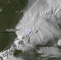 Bão qua Joplin vài phút trước khi lốc xoáy được hình thành